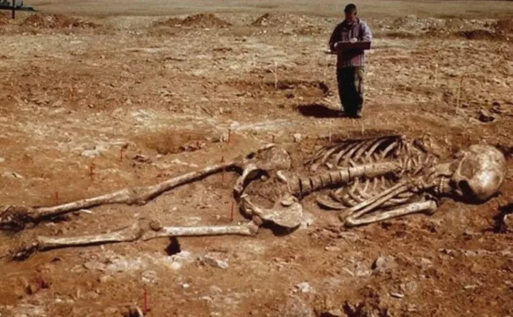 A Giant Mystery: Nine-foot Skeletons with Huge Heads Found in Wisconsin