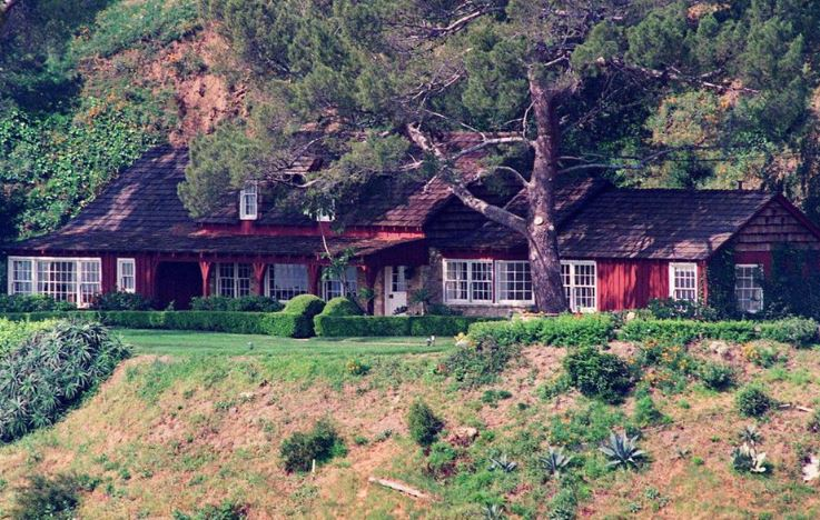 10050 Cielo Drive: Horrifying Murders and Hauntings